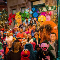 cast and pupets of sesame street