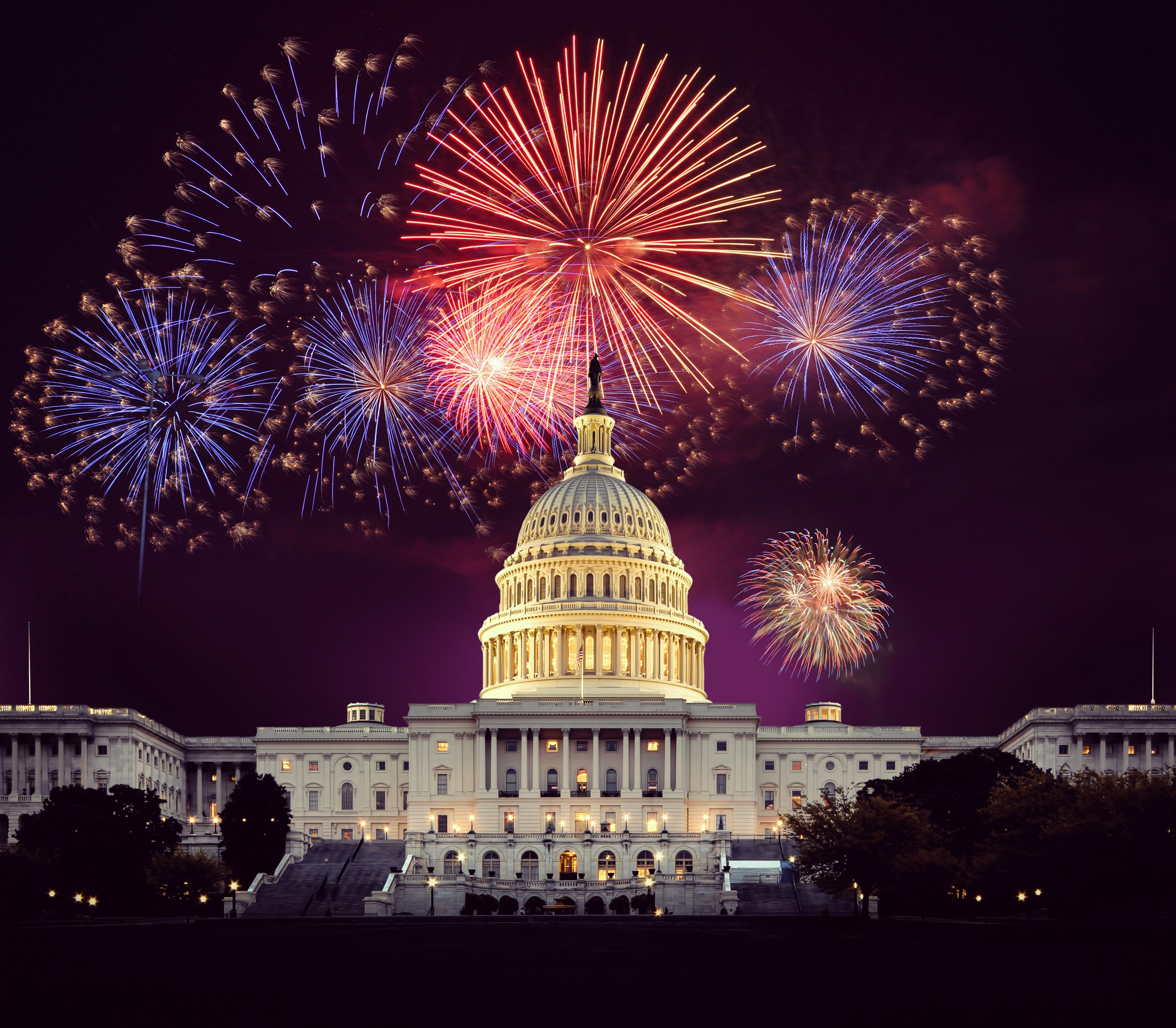 Fireworks_over_US_Capitol