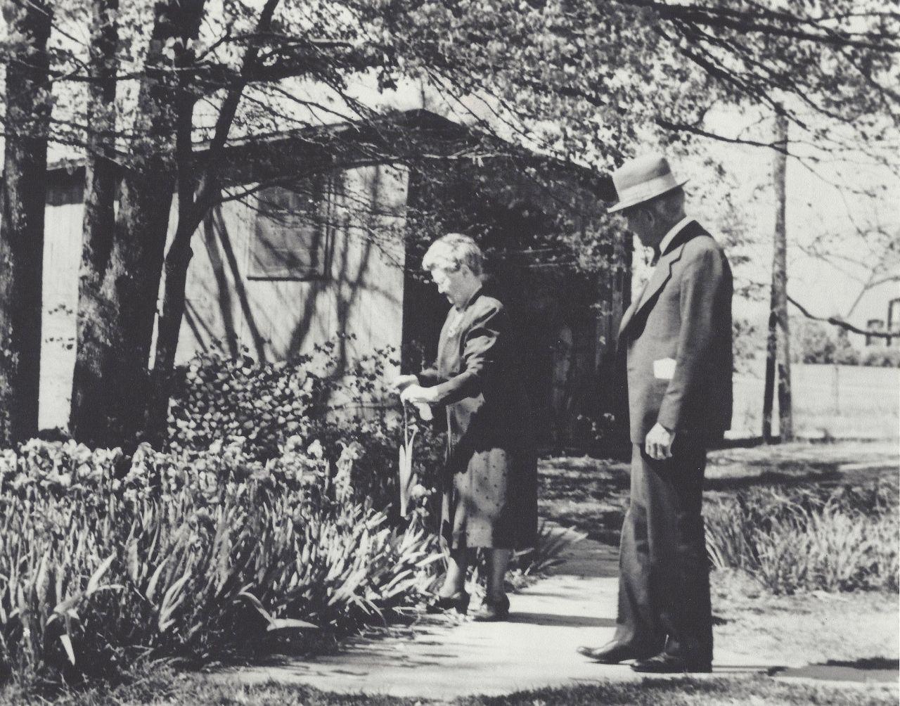 Paul and Mary Pfeiffer in front of barn studio in Piggott, courtesy of Matilda Pfeiffer.
