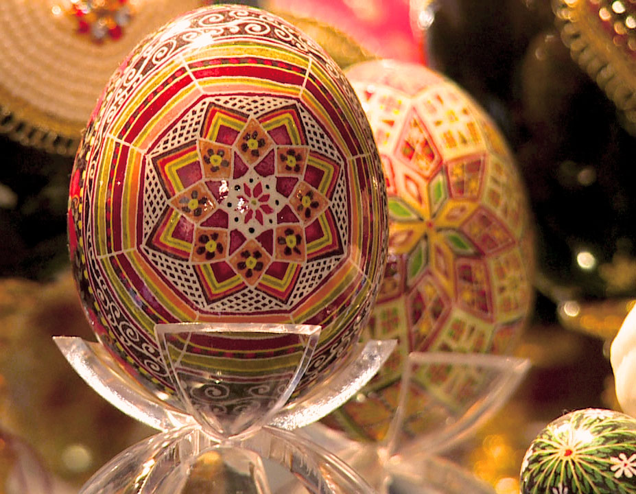 Ukrainian_Egg_Artist2_-_Reds_Display