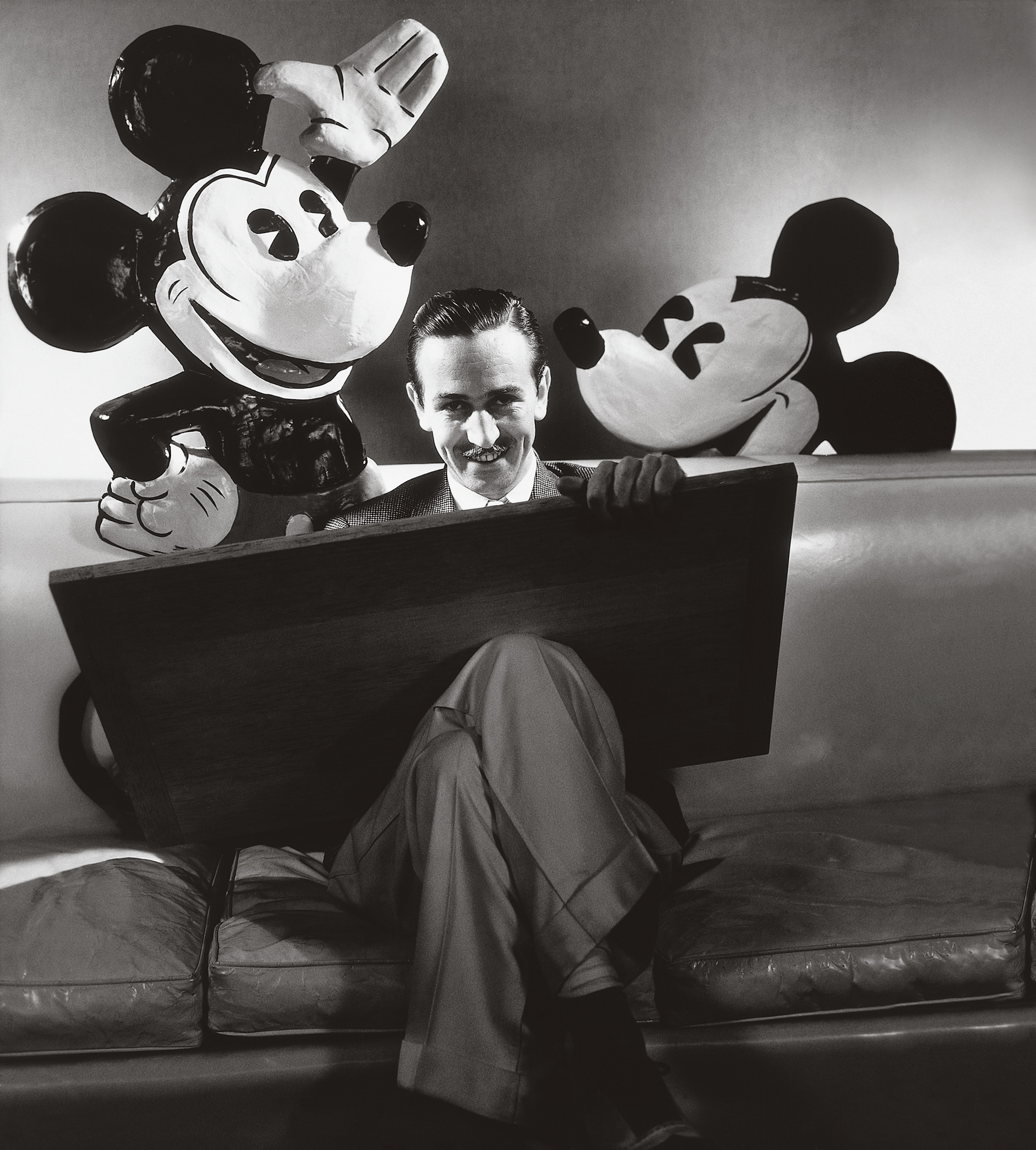 a biography of walt disney the american cartoonist Extract disney, walt (05 december 1901–15 december 1966), animator and motion picture producer, was born walter elias disney in chicago, illinois, the son of elias disney, a building contractor, and flora call, a teacher.