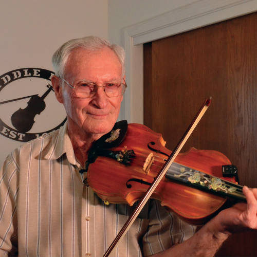 Older gentleman play fiddle