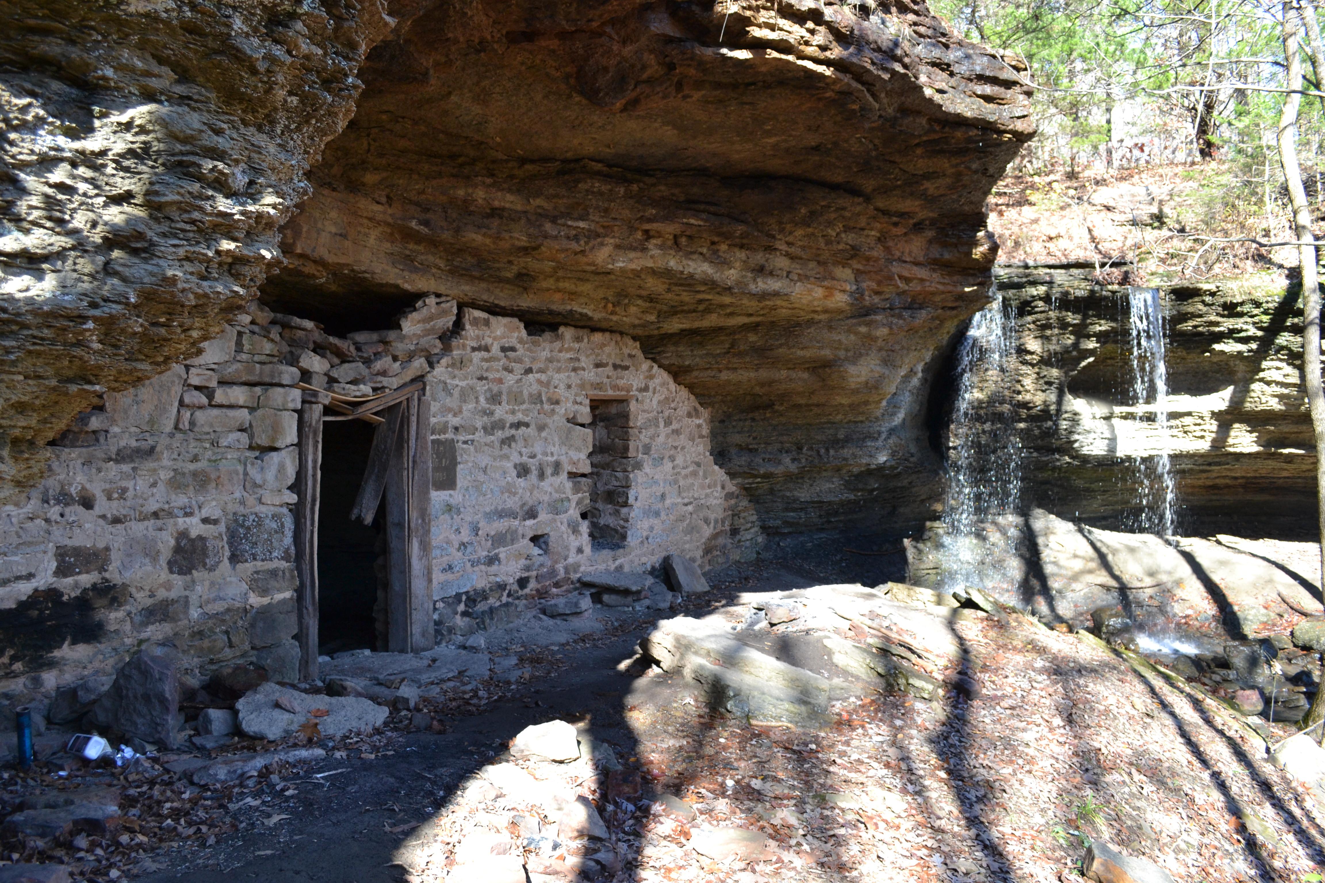 Moonshiners_Cave-Falls_002